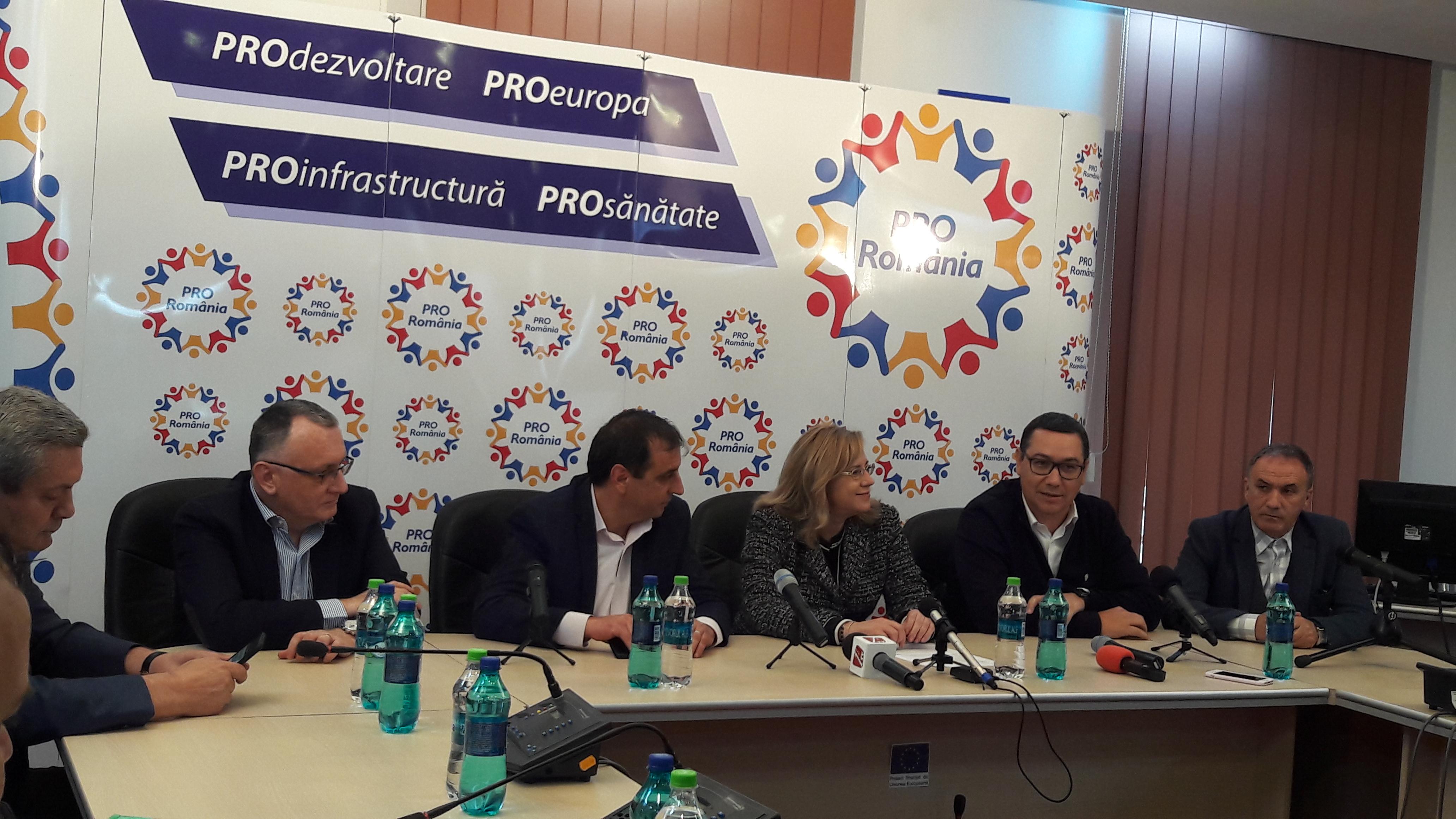 """Victor Ponta, prezent la Simeria: """"Am construit o alternativă profesionistă, curată, la ceea ce s-a transformat România și PSD-ul actual"""""""