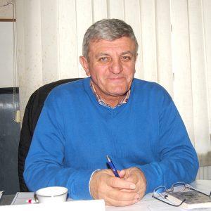 """Investițiile continuă la Pui. """"Vrem să începem alte patru lucrări, mari și late"""", primarul Victor Stoica"""