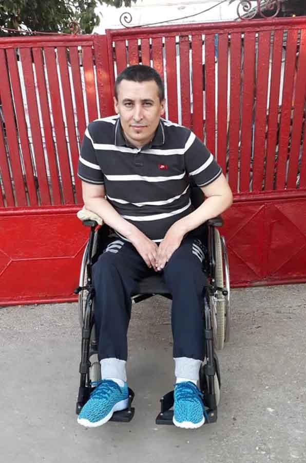 """Apel umanitar în cadrul campaniei """"Ajută satul"""". Valentin are nevoie de un scaun cu rotile electric"""