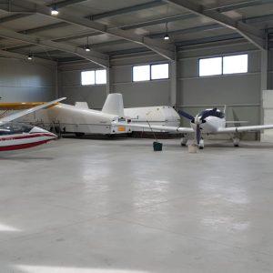 """Au început cursurile de planorism și parașutism la Aeroclubul Teritorial Deva. Peste 50 de tineri învață """"să prindă aripi"""""""